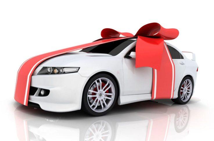 Автомобиль в подарок – кто и когда платит налог?