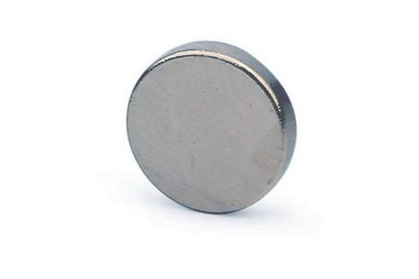 Неодимовый магнит размером 50 мм на 25 мм