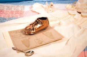 Подарок по родовому сертификату: кому полагается и как получить