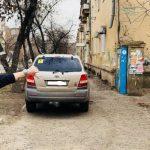 Астраханец, недавно получивший права, удивил своей парковкой