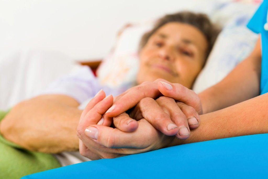 Пациенты с 1 группой инвалидности нуждаются в помощи третьих лиц