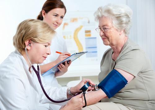 Вторая группа инвалидности может быть вызвана общими заболеваниями или полученными травмами