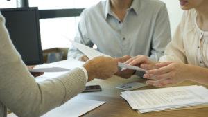 Оформление молодой семьей ипотеки в банке
