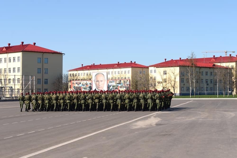 солдаты на плацу