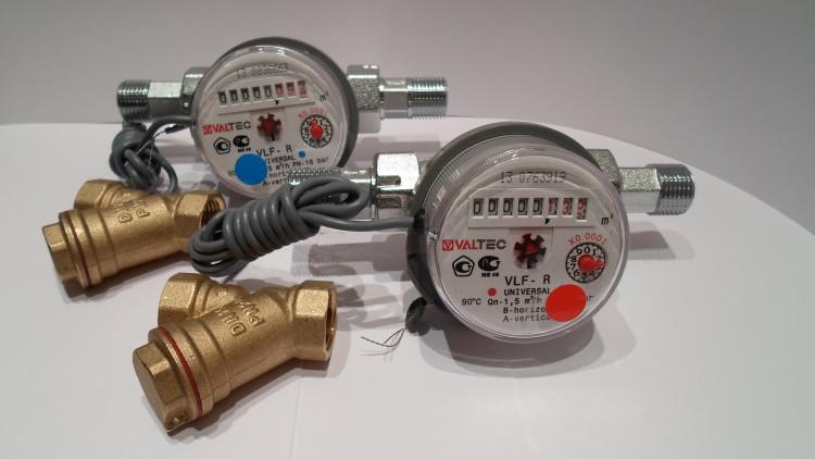 Водяной счетчик и сетчатый фильтр