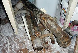 Демонтаж старого чугунного стояка