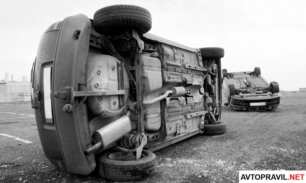 Два перевернувшихся автомобиля