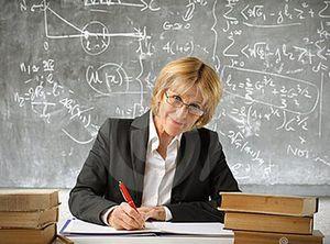 Кому положена льготная пенсия учителя за выслугу лет