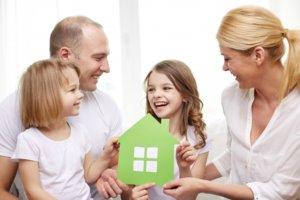Передать квартиру ребенку можно оформив дарственную у нотариуса