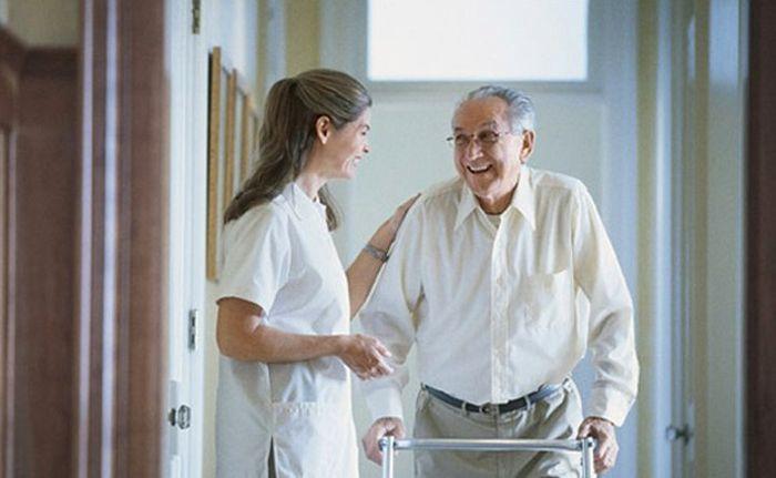 Что входит в социальную помощь для пожилых людей