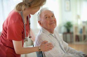Социальная помощь пожилым людям на дому