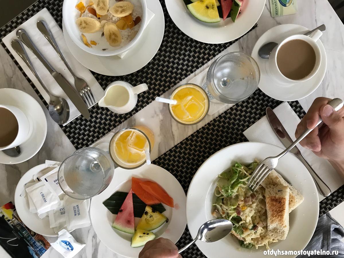 завтрак в Fairways and Bluewater Newcoast Boracay Филиппины